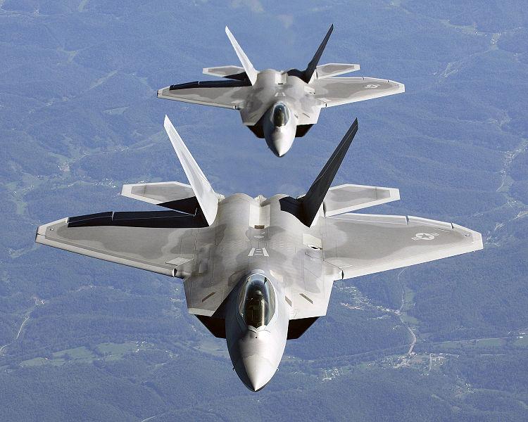 Two_F-22A_Raptor_in_column_flight.jpg