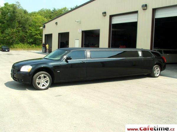 Limuzína, Limuzíny pronájem, Limuzína s řidičem, Dodge Magnum limo