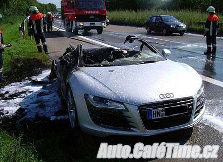 Audi R8 lehlo popelem - Dopravní nehody