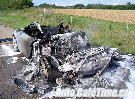Audi R8 nehoda ohen