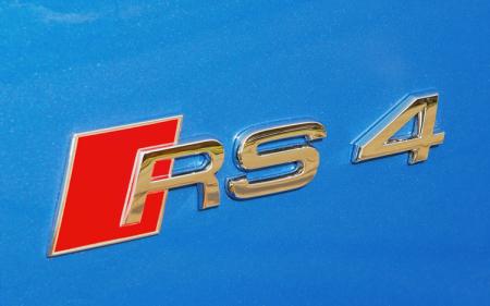 Závody aut (VIDEO) - Audi RS4 - Brutální jízda za plného provozu